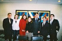 The German Participants of the George Weidenfeld Bursary 2003 at the German embassy in London // from left to right: Philipp Neumann, Alexandra Hahn, Katja Schlesinger, Anne Ullenboom, Botschafter Thomas Matussek, Dr Moritz Schuller, Peter Littger (IJP).