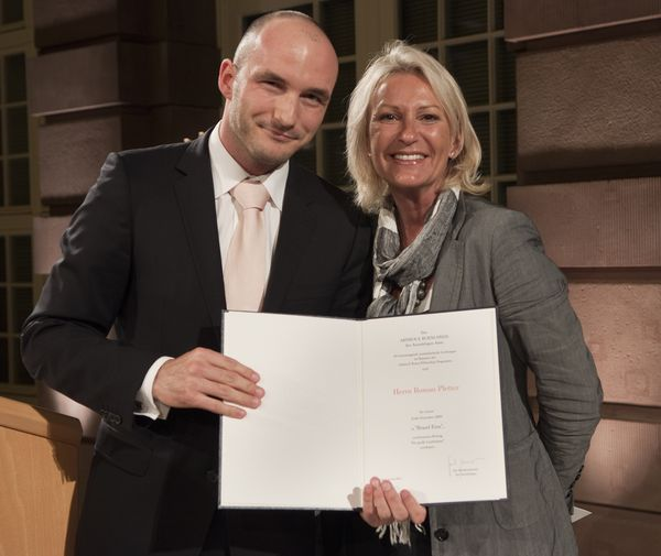 Award Winner 2009 Roman Pletter with Sabine Christiansen, member of the selection committee