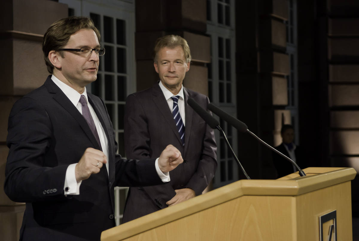 Burns and Kennan jury member Claus Strunz (left) introducing the 2010 award winners together with State Secretary Peter Ammon, Germany´s next ambassador to the United States.