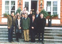 The Participants of the George Weidenfeld Bursary 2002 outside Schloß Basthorst // from left to right: Thomas Sigmund (Handelsblatt/The Independent), Jamsheda Young (BBC/Deutsche Welle TV), Jatinder Dhillon (BBC/n-tv), Ulrike Winkelmann (die tageszeitung